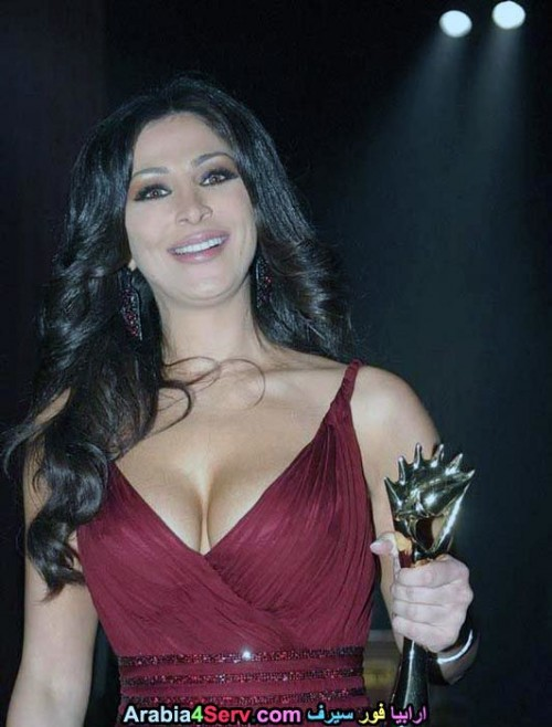 Elissa-hot-sexy-breasts-5.jpg